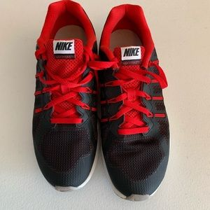 Nike Air max Dynasty Boys running shoes Size 6.5